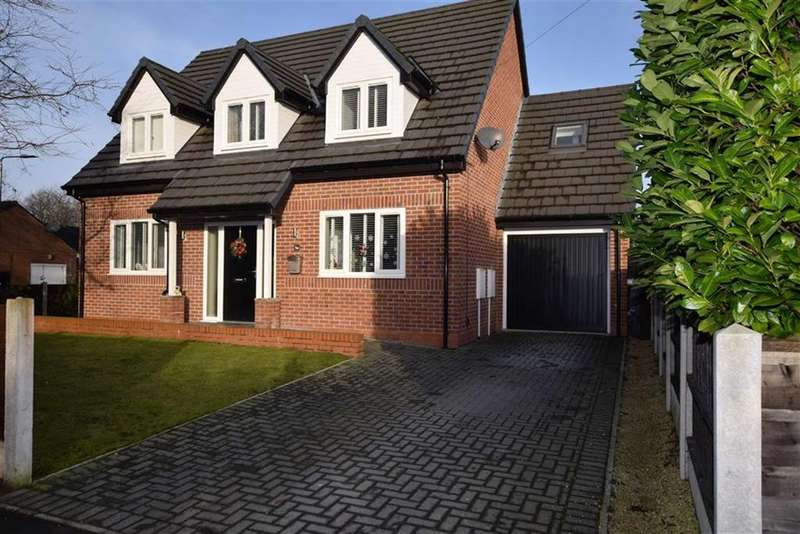 4 Bedrooms Detached House for sale in Sandown Gardens, Urmston, M41