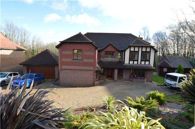 5 Bedrooms Detached House for sale in St. Kitts Close, ST LEONARDS-ON-SEA, East Sussex, TN37 7TB
