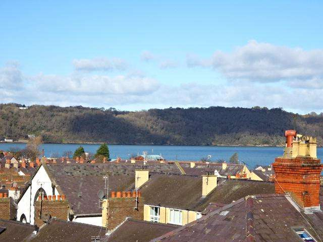 2 Bedrooms Apartment Flat for sale in PLAS MEURYN, BANGOR LL57