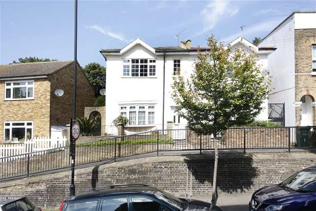 3 Bedrooms Semi Detached House for sale in Birkbeck Hill, Dulwich