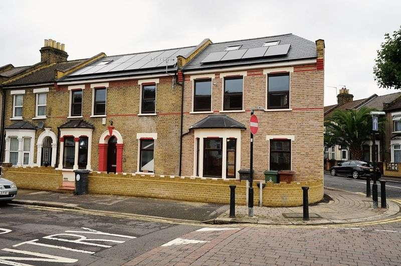 6 Bedrooms Property for sale in Frith Road, London