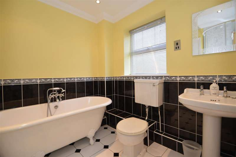 5 Bedrooms Detached House for sale in Rochester Road, Aylesford