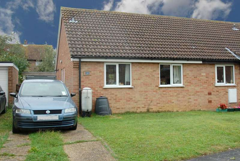 2 Bedrooms Semi Detached Bungalow for sale in High House Avenue, Wymondham