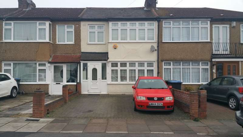 3 Bedrooms Terraced House for sale in Clydesdale, Enfield, London, EN3