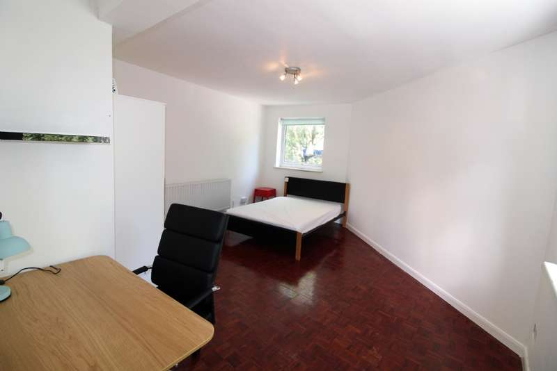 1 Bedroom Flat for sale in Phoenix Court, Purchese Street, London NW1