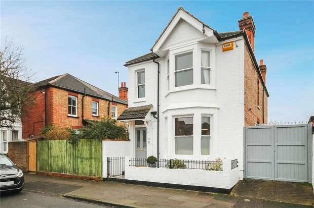 3 Bedrooms Detached House for sale in Rosamond Road, Bedford
