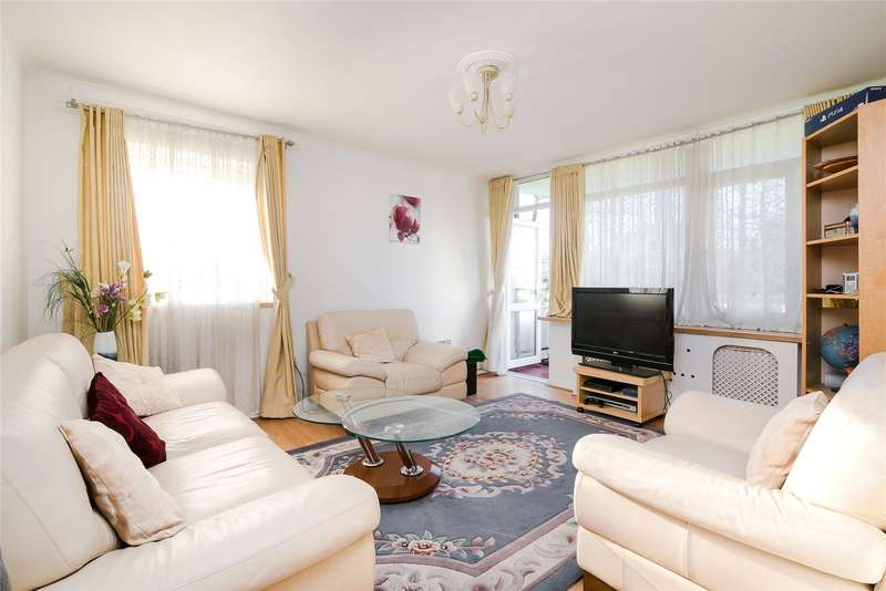 2 Bedrooms Flat for sale in St. Quentin House, Fitzhugh Grove, London, SW18