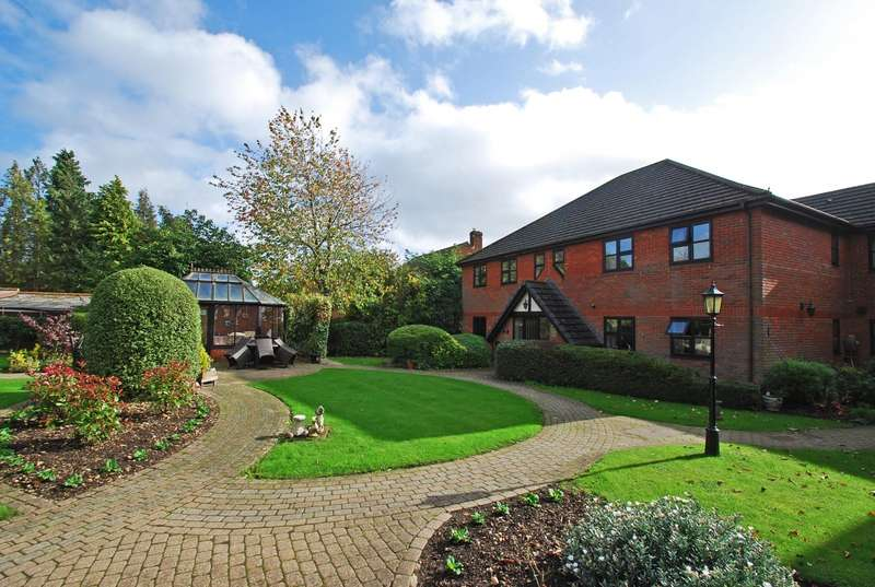 2 Bedrooms Flat for sale in The Hollies, Maxwell Road, Beaconsfield, HP9