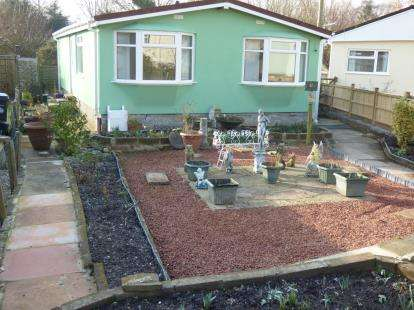 2 Bedrooms Bungalow for sale in Martcck, Somerset, Uk