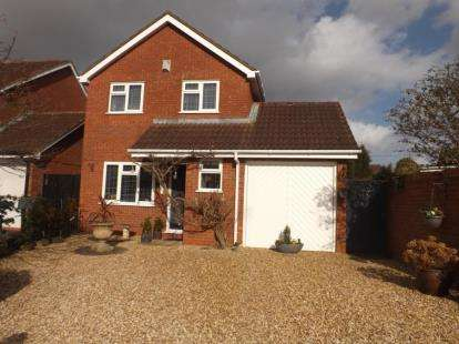 3 Bedrooms Detached House for sale in Lynden Close, Bromsgrove