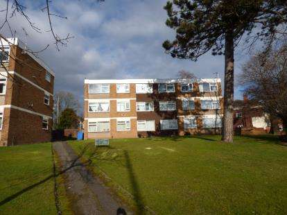 2 Bedrooms Flat for sale in Sherbourne Road, Acocks Green, Birmingham, West Midlands