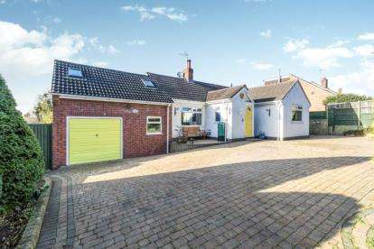 3 Bedrooms Bungalow for sale in Battle Road, Battenhall, Worcester, Worcestershire