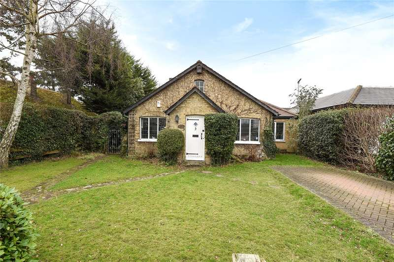 3 Bedrooms Detached Bungalow for sale in Copperfield Avenue, Hillingdon, Middlesex, UB8