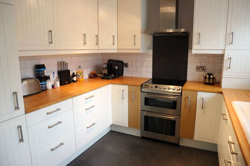 3 Bedrooms Semi Detached House for rent in Harrier Drive, Sittingbourne