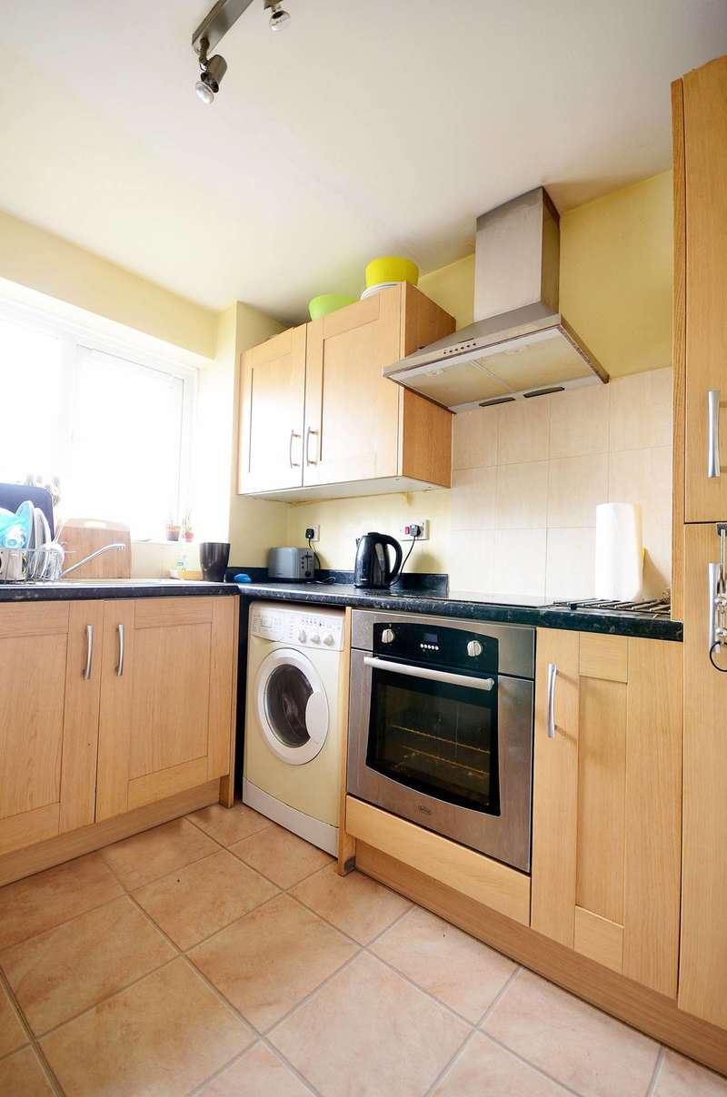 2 Bedrooms Flat for sale in Ringwood Gardens, Isle Of Dogs, E14