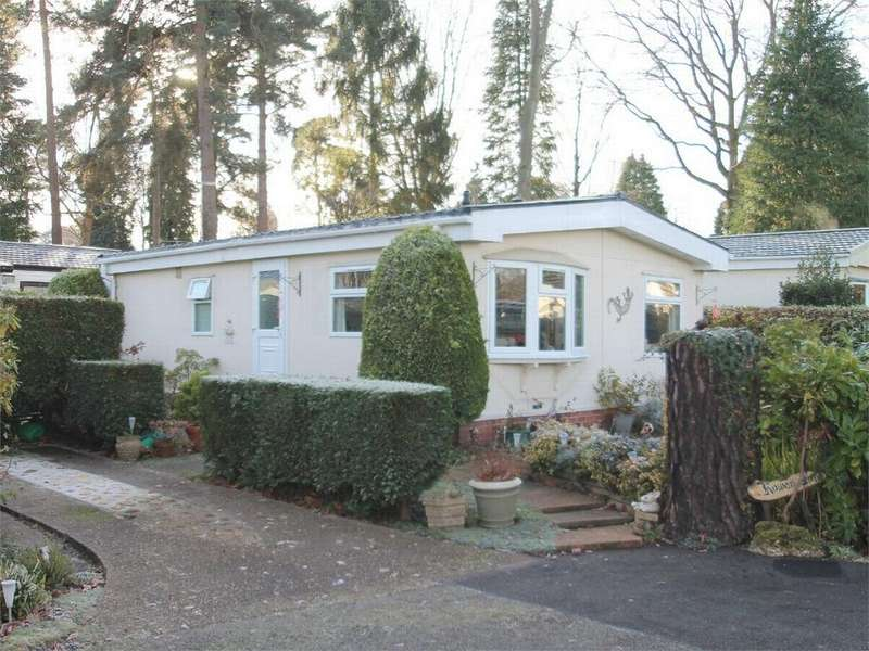 2 Bedrooms Park Home Mobile Home for sale in Fleet, Hampshire