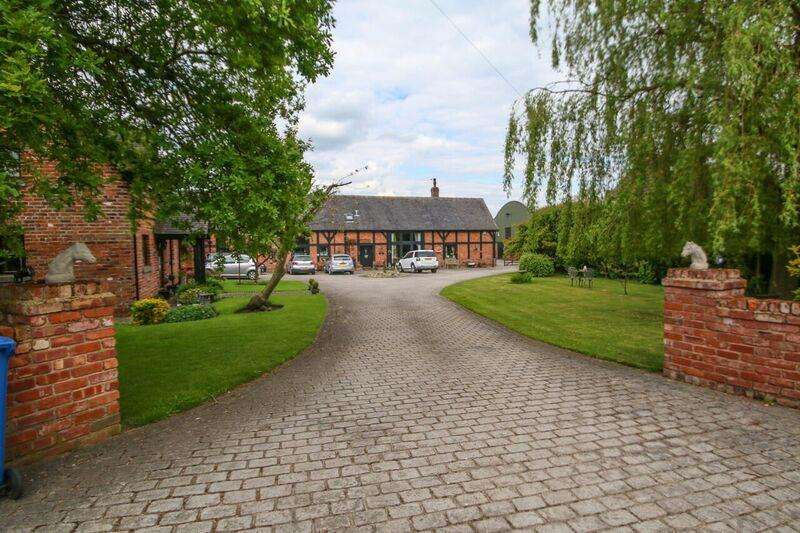 3 Bedrooms Barn Conversion Character Property for sale in Barley Castle Lane, APPLETON, Warrington, WA4
