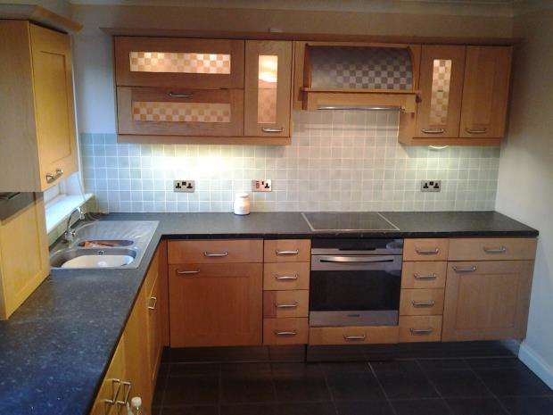 2 Bedrooms Town House for rent in Walshaw Road, Walshaw