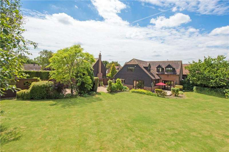 4 Bedrooms Barn Conversion Character Property for sale in Beech Tree Court, Whitchurch, Aylesbury, Buckinghamshire