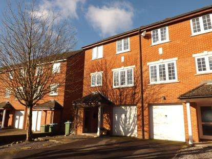 3 Bedrooms End Of Terrace House for sale in Park Gate, Southampton, Hampshire