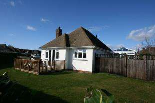 2 Bedrooms Bungalow for sale in Coppice Close, Eastbourne, East Sussex