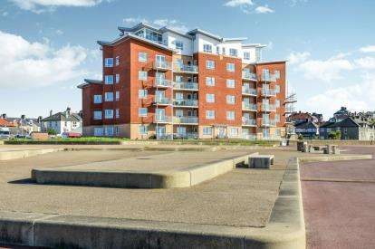 2 Bedrooms Flat for sale in Grosvenor Apartments, Sandylands Promenade, Morecambe, Lancashire, LA3
