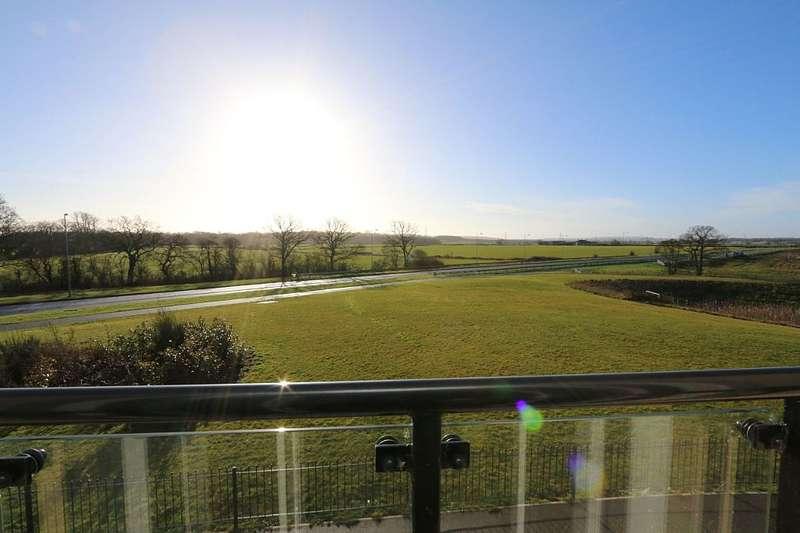 4 Bedrooms Semi Detached House for sale in Serotine Crescent, Trowbridge, Wiltshire, BA14 7XE