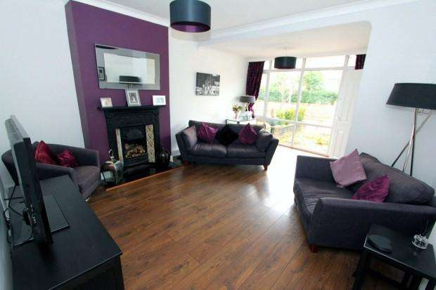 3 Bedrooms Terraced House for sale in St. Johns Road, Chester, CH4