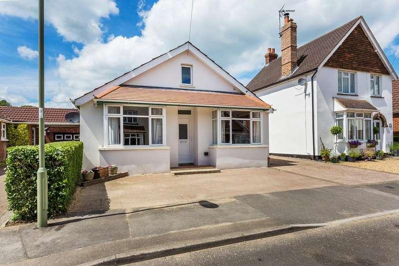3 Bedrooms Detached Bungalow for sale in Victoria Road, ALTON, Hampshire