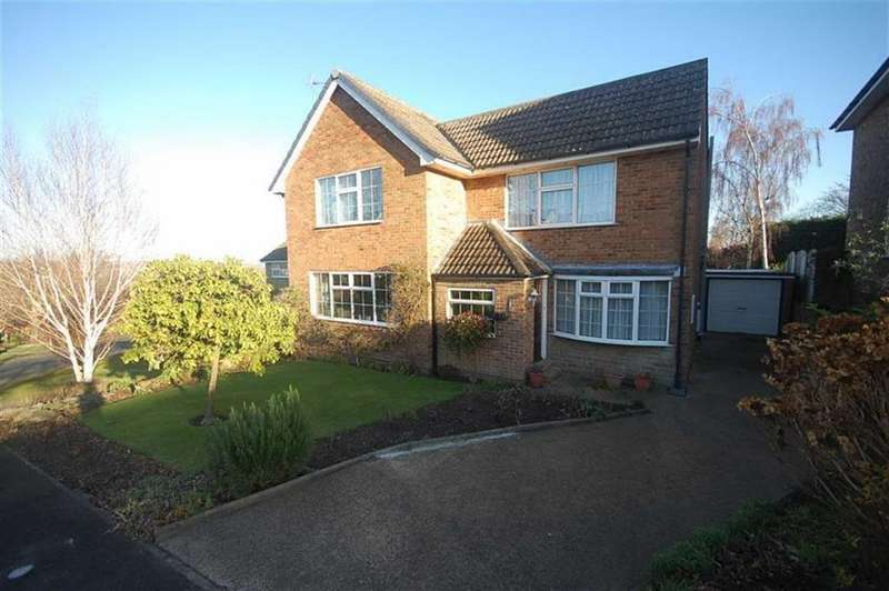 5 Bedrooms Detached House for sale in Chiltern Drive, Upper Hopton, Mirfield, WF14