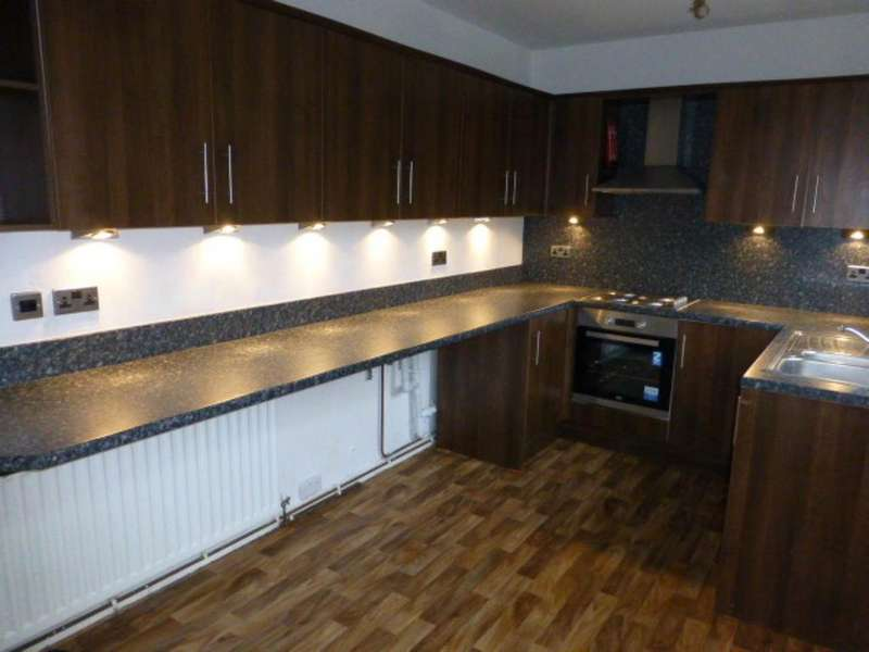 5 Bedrooms House for rent in Heol Arfryn, Carmarthen,