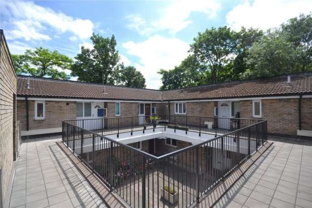 1 Bedroom Flat for sale in Loats Road, Bowater Estate, Brixton Hill, SW2