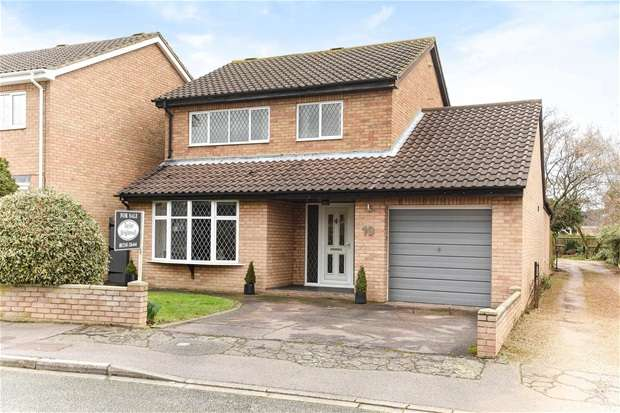 3 Bedrooms Detached House for sale in Beaufort Way, Bedford