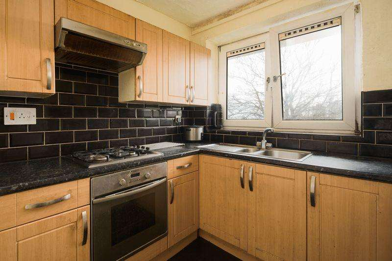 3 Bedrooms Apartment Flat for sale in Maryon Road, Charlton