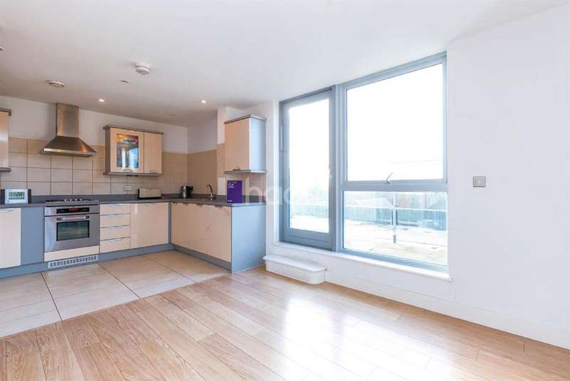 2 Bedrooms Flat for sale in Chequers House, Ealing Road