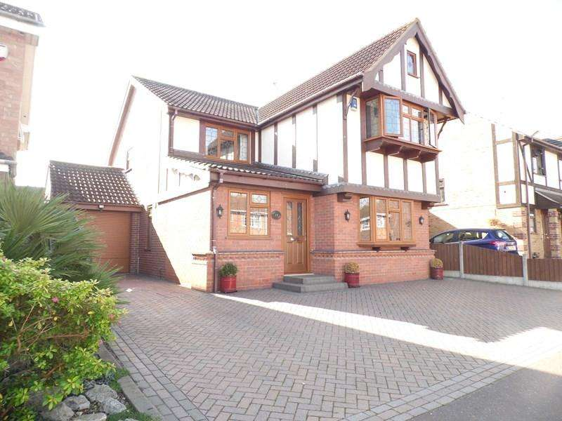 4 Bedrooms Detached House for sale in The Ramparts, Rayleigh