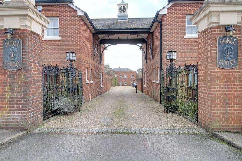1 Bedroom Apartment Flat for sale in Addington Road, Sanderstead South Croydon