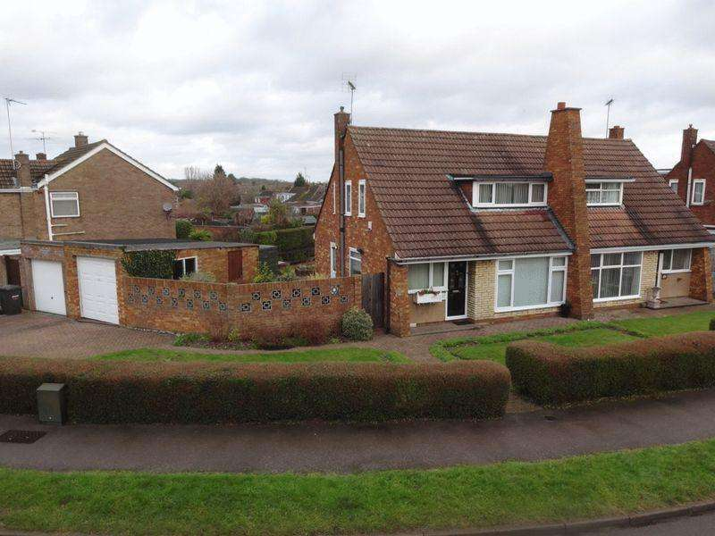 2 Bedrooms Semi Detached Bungalow for sale in Westmorland Avenue, Luton
