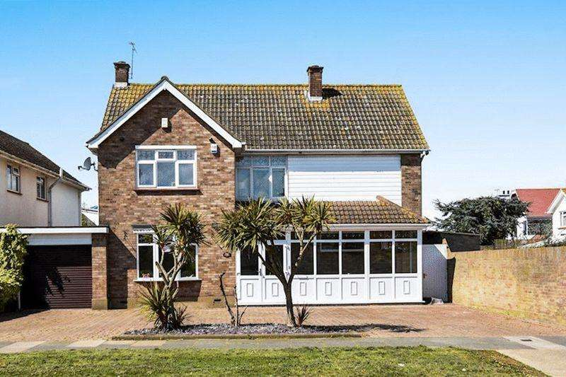 4 Bedrooms Detached House for sale in Maplin Way, Thorpe Bay