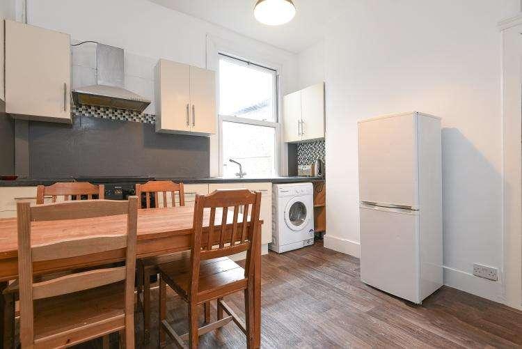 3 Bedrooms Flat for rent in Rhodesia Road London SW9
