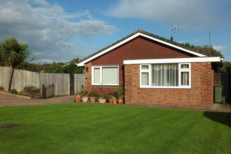 3 Bedrooms Bungalow for sale in Allwood Crescent, Wivelsfield Green, RH17
