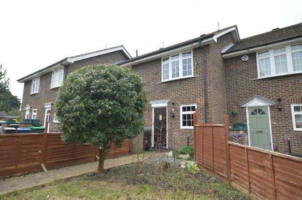 2 Bedrooms Terraced House for sale in Cricketers Close, Chessington