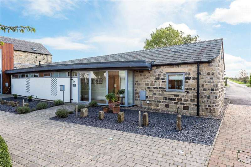 3 Bedrooms Link Detached House for sale in Saw Wood Barns, York Road, Leeds, West Yorkshire