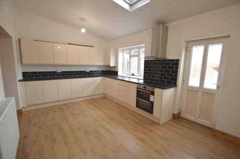 3 Bedrooms Detached House for rent in ADDLESTONE
