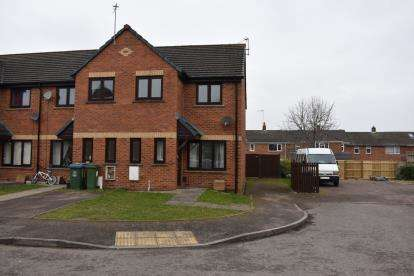 3 Bedrooms Semi Detached House for sale in Dawney Close, Aylesbury, Bucks, England