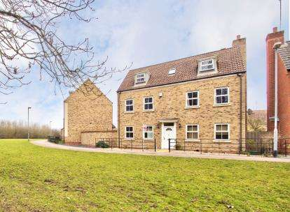 5 Bedrooms Detached House for sale in The Glades, Huntingdon, Cambridgeshire