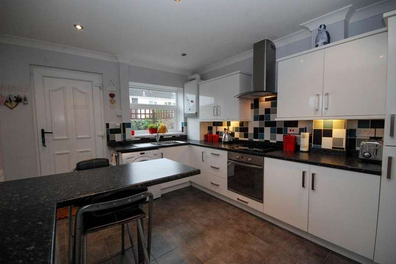 3 Bedrooms Semi Detached House for sale in Toner Avenue, Hebburn