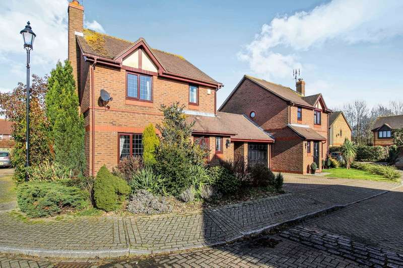 3 Bedrooms Detached House for sale in Burns Close, Horsham
