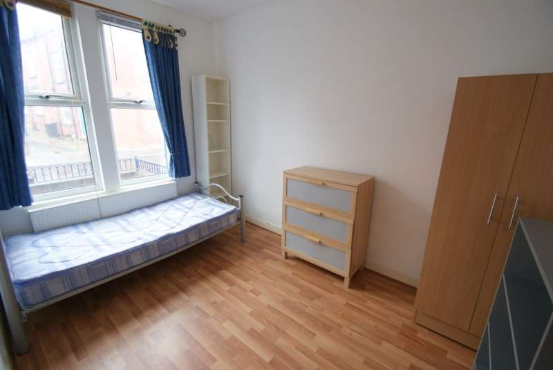 5 Bedrooms Terraced House for rent in Burley Lodge Road, Hyde Park, Leeds