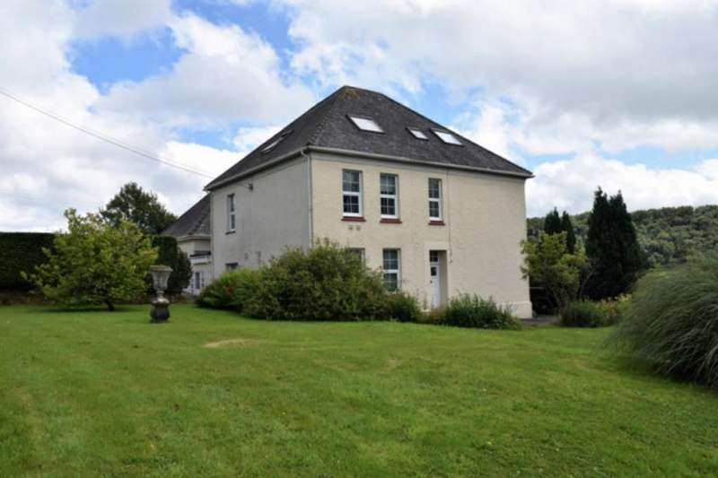 7 Bedrooms Detached House for sale in Pontarsais, Carmarthen, Carmarthenshire